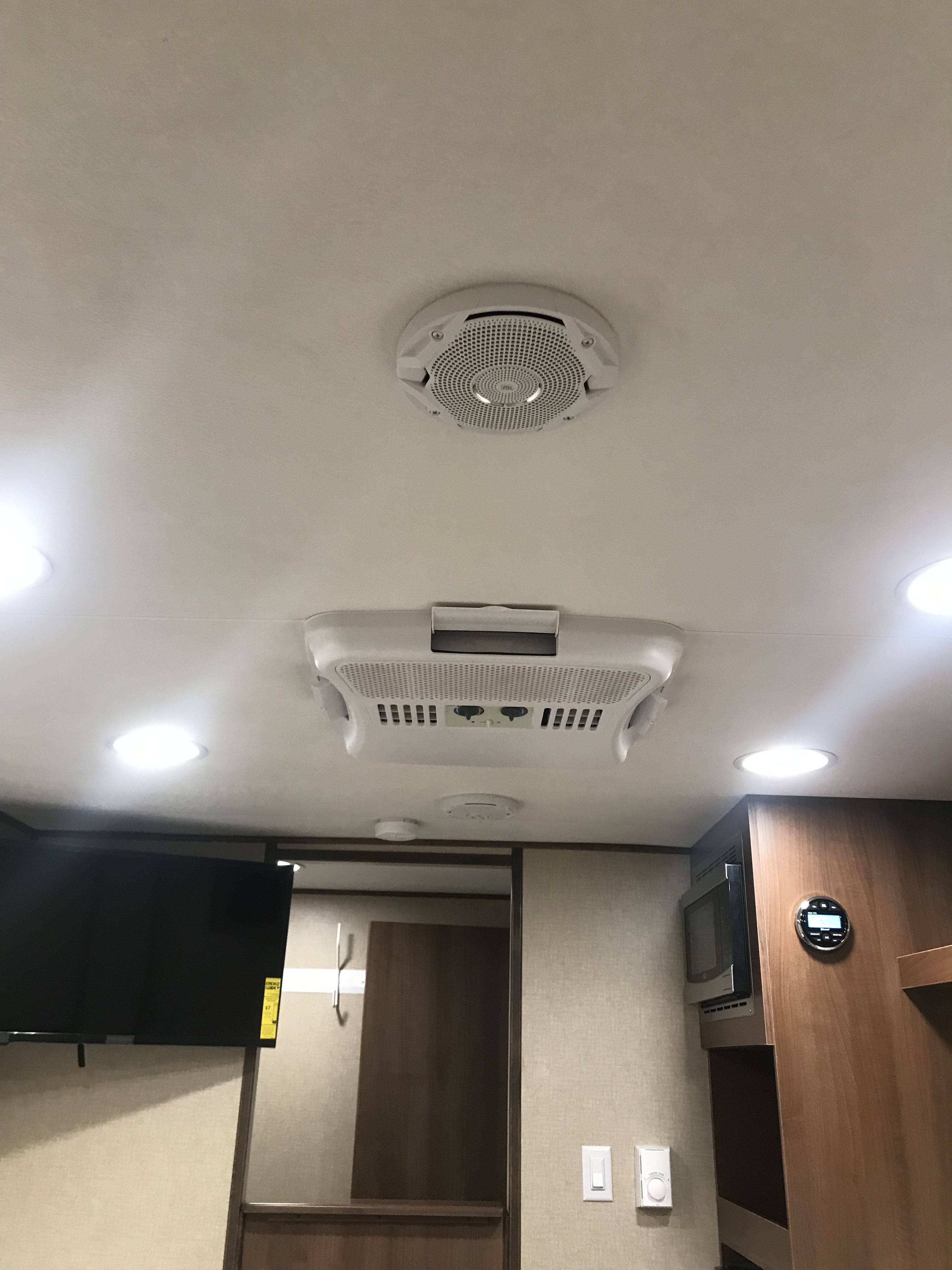 Mobile Office 17RE interior ceiling view
