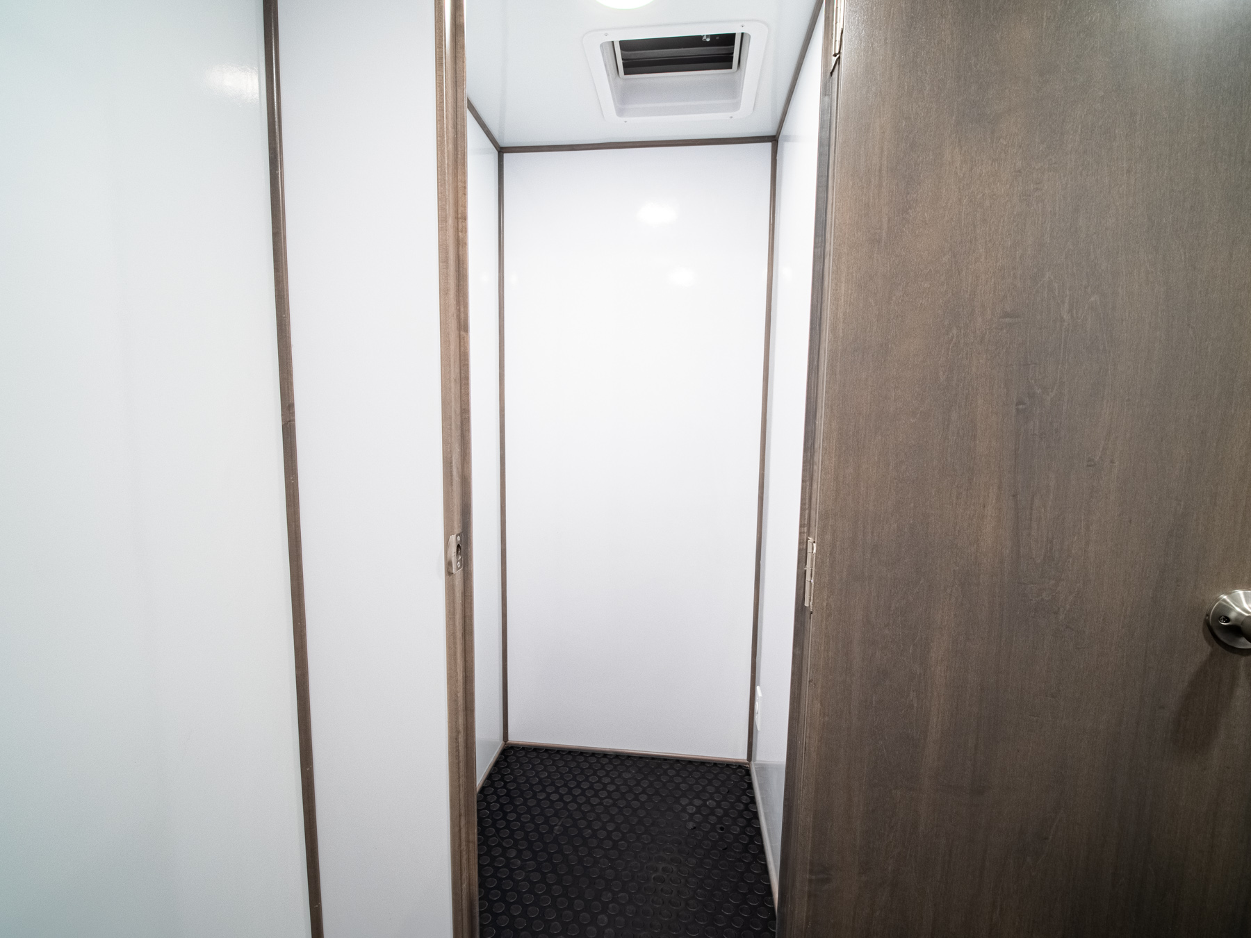 Mobile Office 24 RE interior hallway view