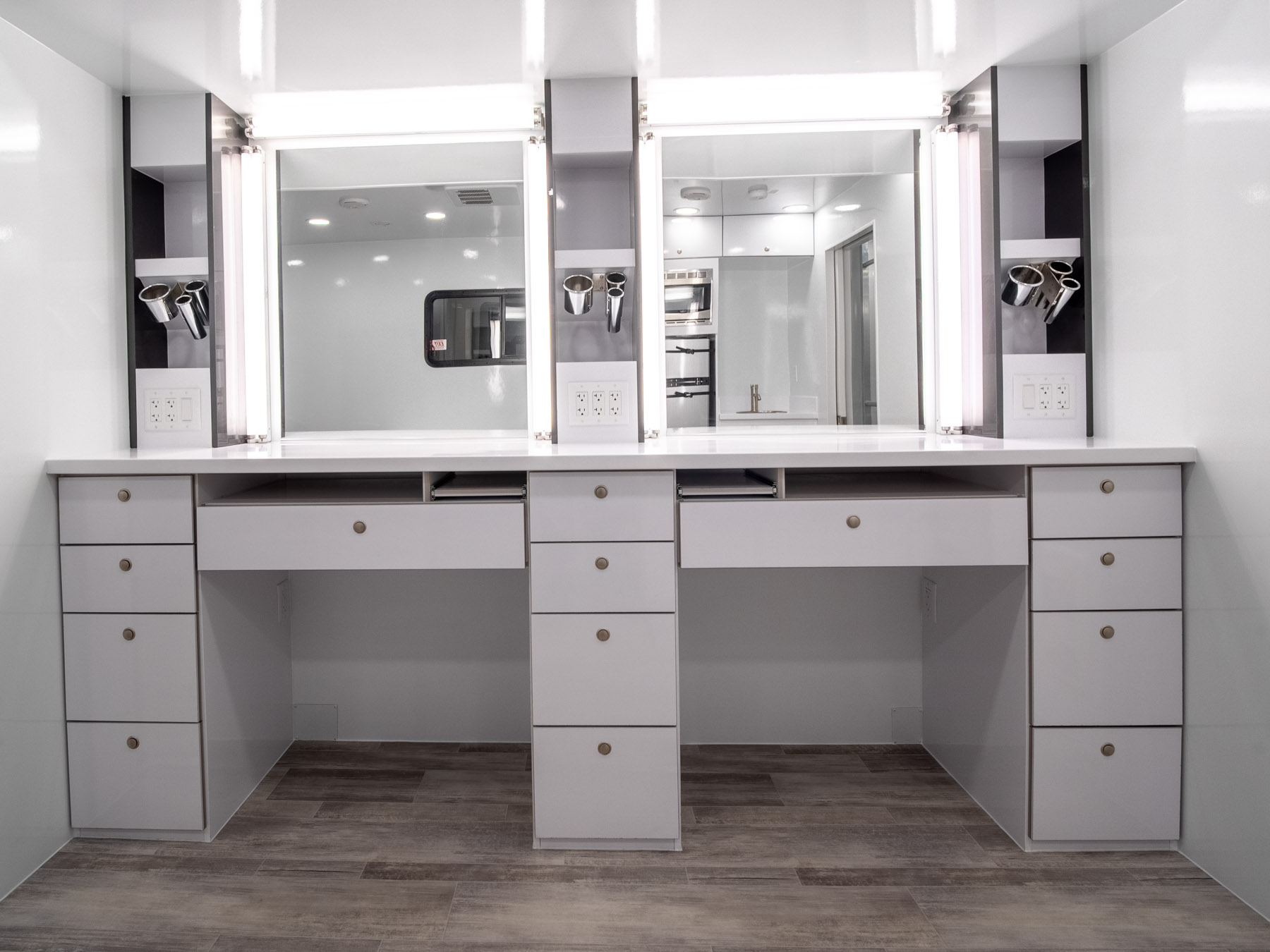 2020 - MAKEUP & WARDROBE mirror view